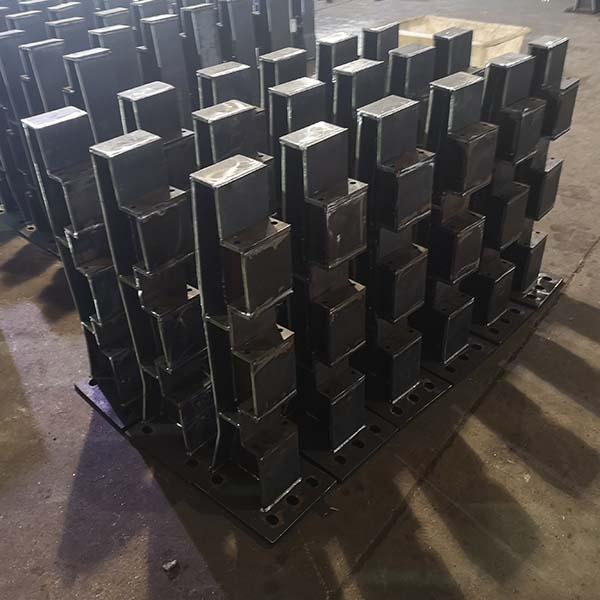 钢板立柱2